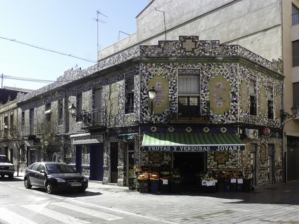 Benimaclet conta casa de trencad s for Casa de azulejos en valencia